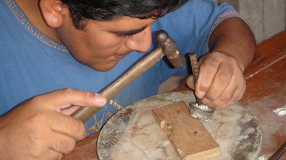 photo of jewellery maker in Peru